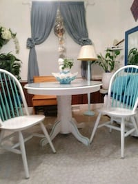 White round wooden table and 2 chairs(delivery ava Richmond, 23294