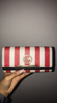 Micheal kors wallet red and white Montréal, H4J 2B8