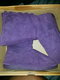 Bearpaw boots size 10