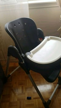 baby's black and white highchair Mississauga, L5A 4E7