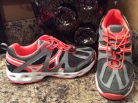 Speedo black, gray, orange, & white running shoes ( pls slide to see other photo ) Calgary, T2J
