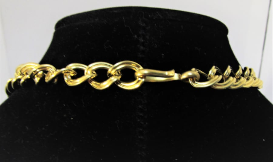 1970's VINTAGE MONET ENAMEL AND GOLD TONE CHOKER NECKLACE 2
