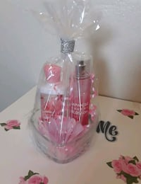 clear glass vase with pink flower 2276 mi