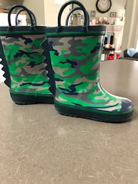 Brand new condition: rain boots size 9 Mississauga