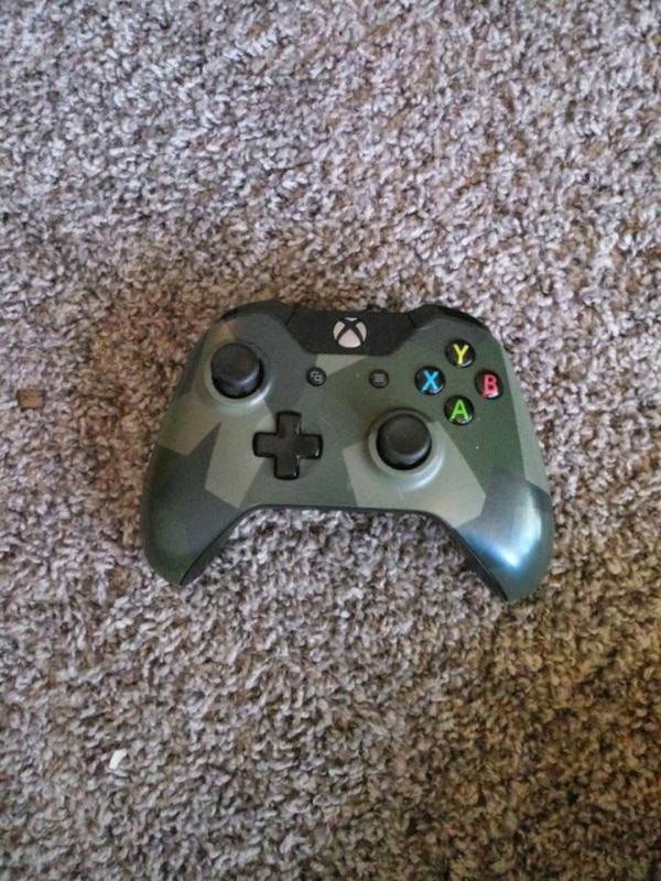 black Xbox One game controller
