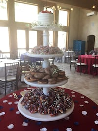 Donut/Cupcake Stand for Wedding < 1 km