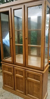 China display cabinet- 2 glass doors and shelves