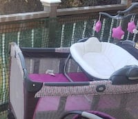 Baby's pink and white travel cot Chicago, 60609