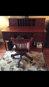 Desk chair and hutch for sale Toronto, M3J 2J1