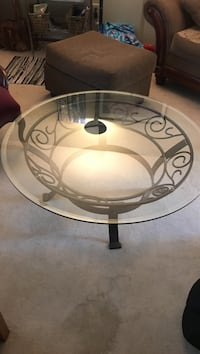 Round clear glass top coffee table Gahanna, 43230