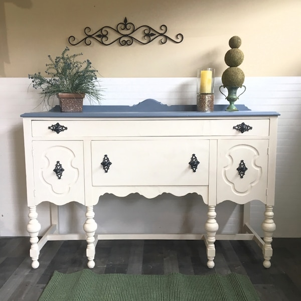 Begagnad Beautifully Refinished Antique Jacobean 1950s Era White
