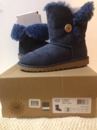 UGG Kids Bailey Button size 3 New Windsor, 12553