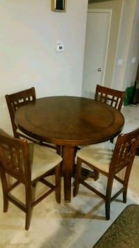 round brown wooden table with four chairs dining set Phoenix, 85015