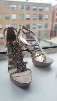 Brand new with tags - size 8 - glitter Pumps  Toronto, M5S