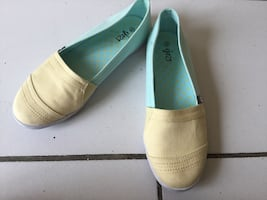 Pair of white leather slip on shoes size 7.5