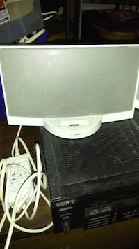 BOSE speaker for older ipods and they're adapters Marietta, 30062