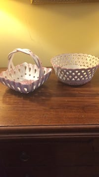 "Ceramic basket set, 9,5"" round and 4""height the big one, 7,5""x 7,5"" small one. Laval, H7W 4X8"