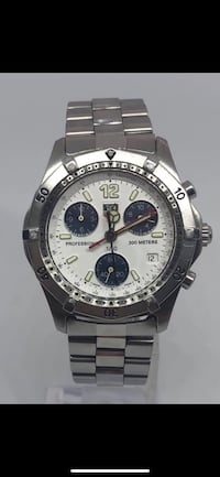 round silver-colored chronograph watch with link bracelet Vaughan, L4H 1C0