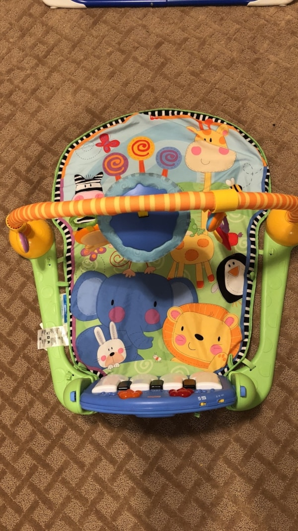 Infant floor mat with piano