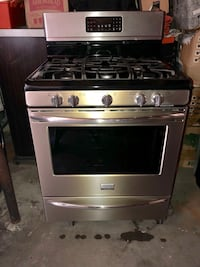 Frigidaire gallery 6 burner gas stove top and oven. In immaculate shape only 2 years old..  Our new home has electric hookups.. Huntington Beach, 92649