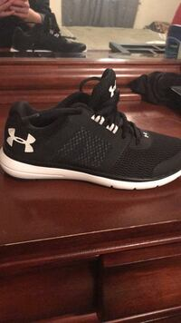 Black-and-white under armour running shoes size 6