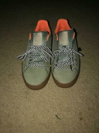 pair of gray-and-brown leather sandals 44 km