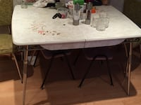 Kitchen table & 6 chairs & center leaf. ~50 yrs old Toronto, M1R 3K4
