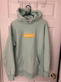 Supreme box logo FW17 100% Authentic  Whitby, L1N 8L3