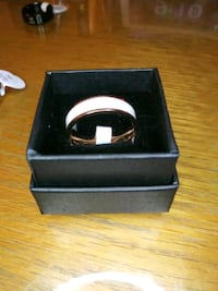 new size 9/10 gold/white ring