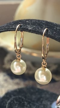 AAA cultured pearl/14k yellow gold lever back earrings. Los Angeles, 90731