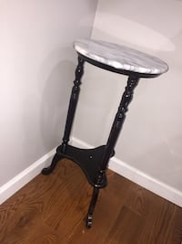 Marble side end table  Hyattsville, 20785