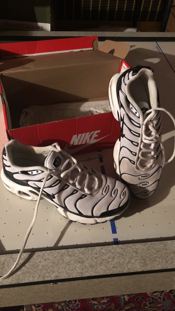 af087a1ce7ff43 Used Boys Nike Air Max Plus Sneakers Sz 5.5Y Black   White for sale ...