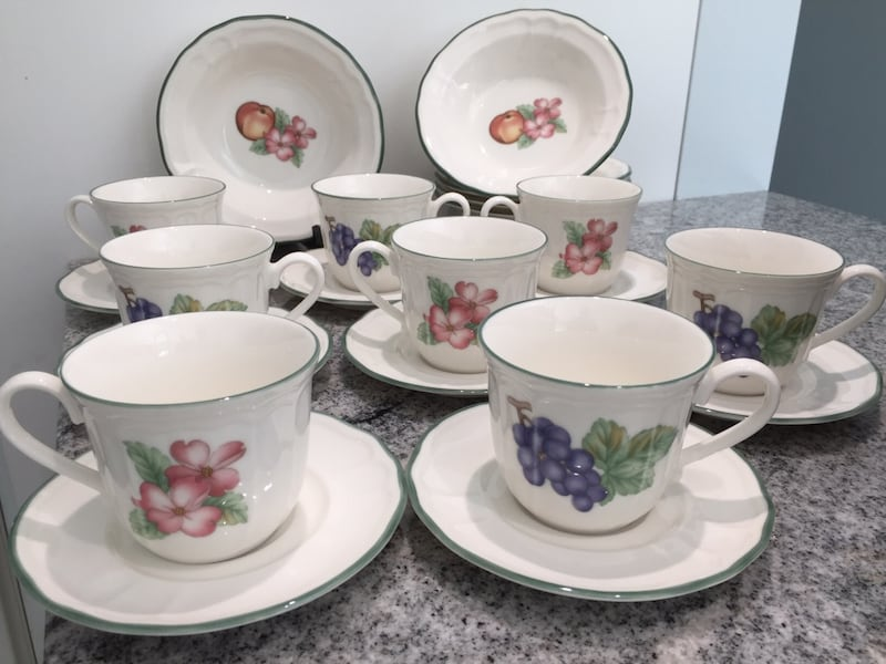 *REDUCED $35 Noritaki* Vintage, 8 cups/saucers + 6 bowls Reg $96 US f6055f2f-283a-4549-a252-3d858985ae76