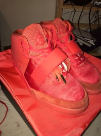 Used Nike Yeezy Red October for sale in Chicago - letgo 9f4b4457c7d2