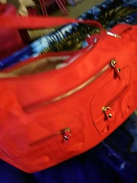 Woman's red purse with lots pockets Bloomington, 47404