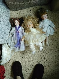 three assorted female porcelain dolls Keaau, 96749