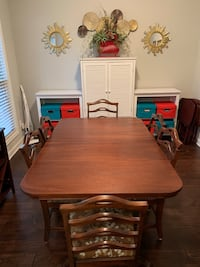 Vintage dining table and chairs Murfreesboro, 37128