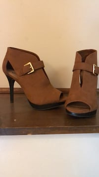 Pair of brown suede peep-toe platform stilettos Saint Paul, 55106