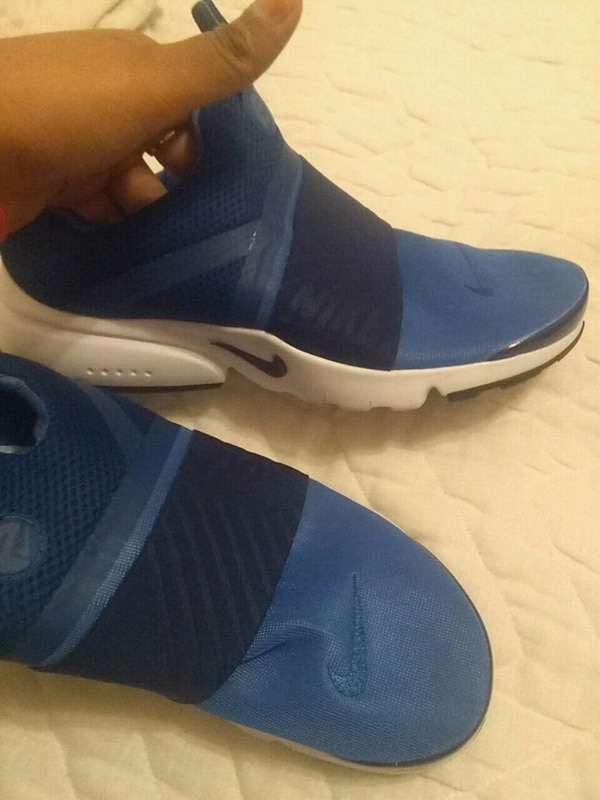 2c678eb10d0 Used blue-and-white Nike running shoes for sale in Toronto - letgo