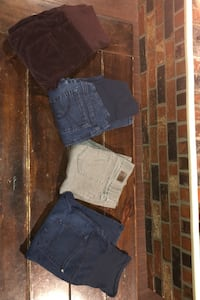 Four pairs of maternity pants size xs Maple Ridge, V2W 1H1