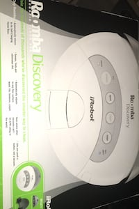 Roomba I robot vacuum needs a new battery works good Toronto, M6C 1M2