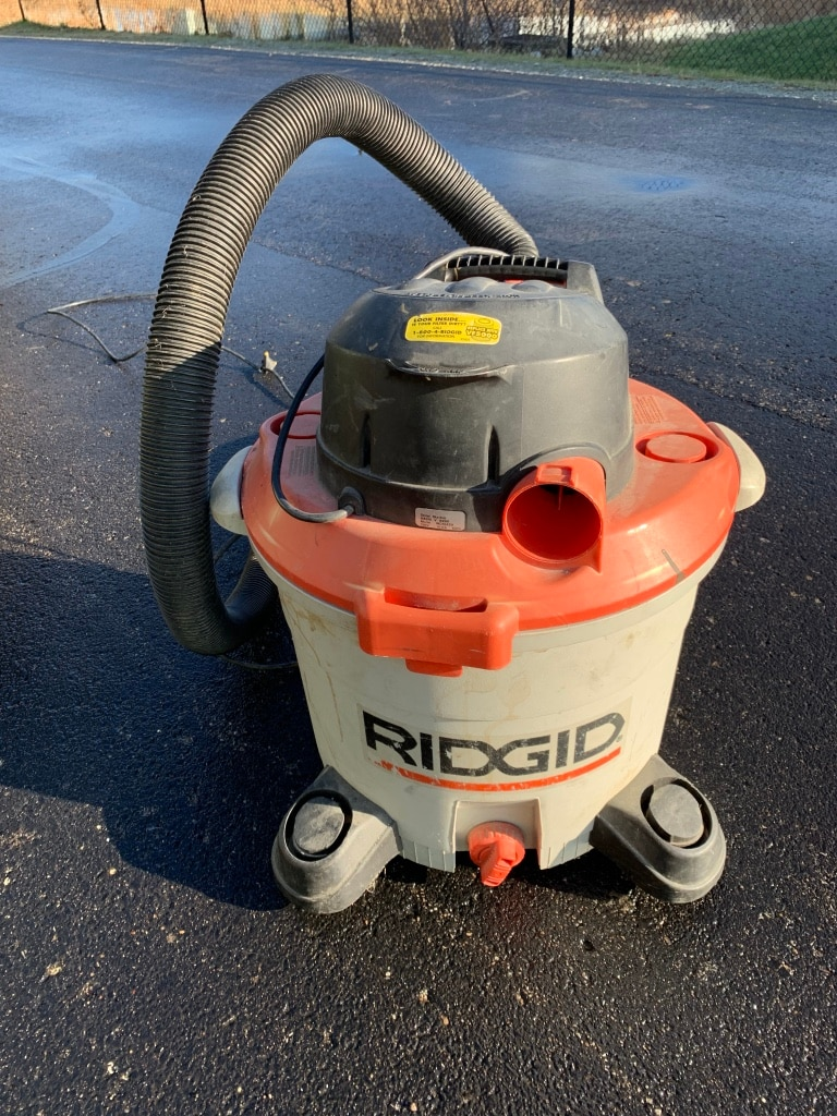 Photo 12 GALLONS RIGID SHOP VACUUM