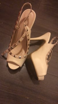 Cute off white shoes worn once   Mississauga, L5J 1W2