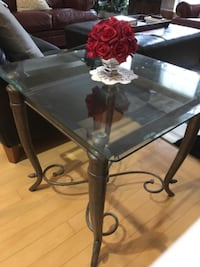 glass-top corner table with black steel base ROCKVILLE