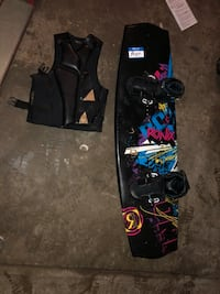 black and blue snowboard with bindings Barberton, 44203