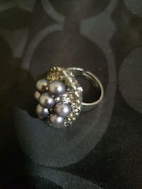 Fashion Ring w/ Grey Pearl Accent Bowie, 20715