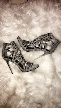 Pair of gray leather open-toe heeled sandals Fresno, 93703