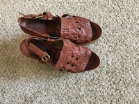 Pair of brown leather shoes (lucky brand)