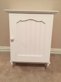 Medicine cabinet; white with shelves