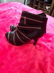 $70 New Dollhouse Unique Funky Heels